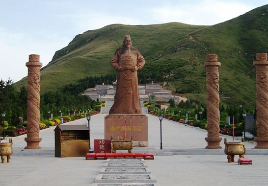 Located 70 km from Xi'an and 30 km from Xianyang City, Zhaoling Mausoleum was the tomb of Li Shimin.