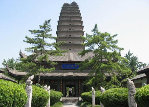 The pagoda is located south of Youyi Road in Xi'an, Shaanxi Province, in what used to be Jianfu Temple in Anrenfang of Tang Dynasty Chang'an, outside the southern gate of Ming Dynasty Chang'an.