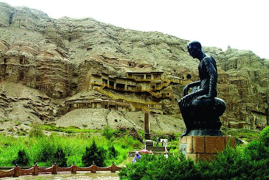 Located 7 kilometers southeast of Kizil, Xinjiang Uyghur Autonomous Region, the Kizil Caves is the oldest group of grottoes in China.