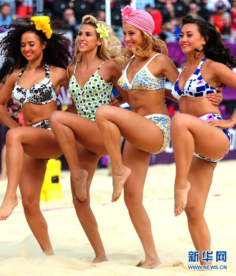 Beach volleyball girls dance for group match - China.org.cn