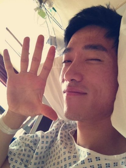 Chinese hurdler Liu Xiang is recovering after an operation to repair his right Achilles tendon at the private Wellington Hospital in London.