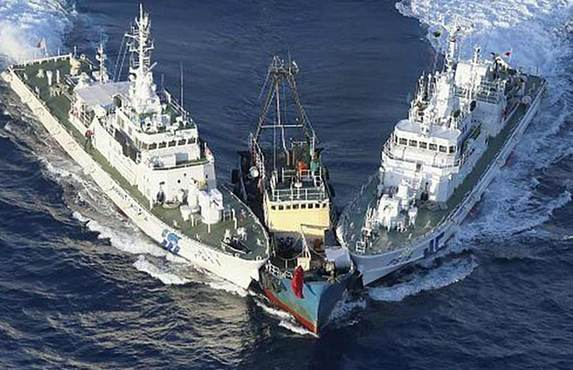 Japan in total arrested 14 Chinese activists on Wednesday including seven who landed on the Diaoyu Islands at around 5:30 p.m. local time on suspicion of illegal entry, and would later detain the vessel, according to police from Japan's Okinawa. [Xinhua]
