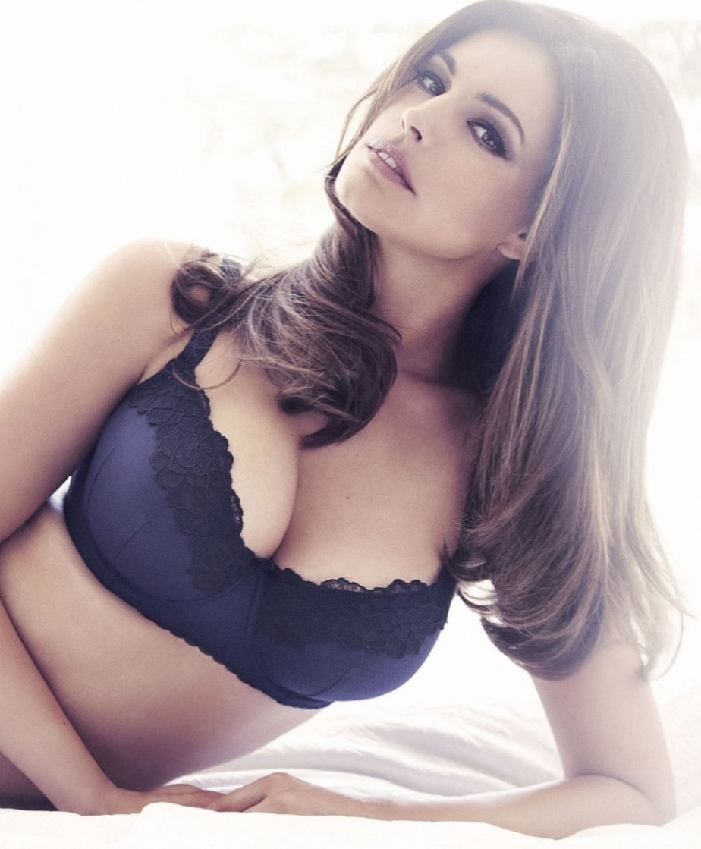 Kelly Brook new look lingerie collection- China.org.cn: www.china.org.cn/photos/2012-08/23/content_26317560_4.htm