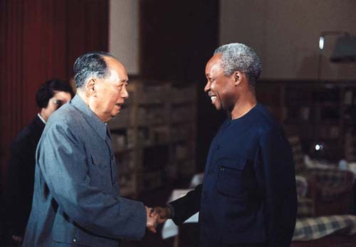 Late Chairman Mao Zedong shakes hands with the visiting Chairman of the Tanganyika African National Union and President of Tanzania J.K.Nyerere on March 25th, 1974. [File Photo]