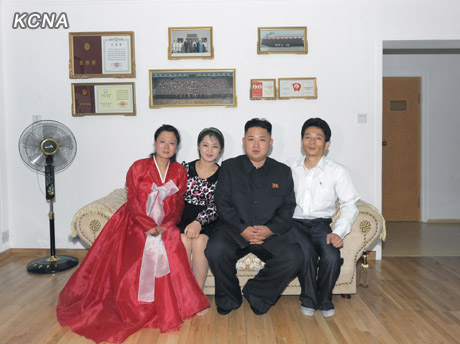kim jong un wife visit working people s new flats china org cn