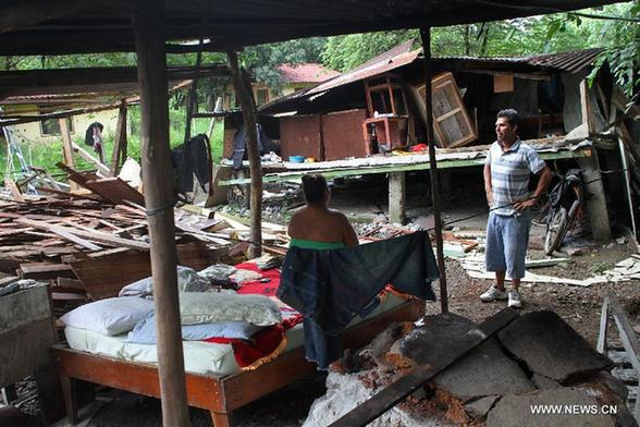 Wilmer Sequeir (R) and his wife Maritsa Villareal (L) watch the debris of their home affected by Wednesday's earthquake, in Nosara, 290 km northeast of San Jose, Costa Rica, on Sept. 6, 2012. Costa Rica's Earthquake and Volcano Observatory counted 530 aftershocks by 13:30 GMT Thursday, including one with a magnitude of 5.1 and three others above 4, after the 7.6-magnitude quake that affected the country on Wednesday. [Kent Gilbert/Xinhua]