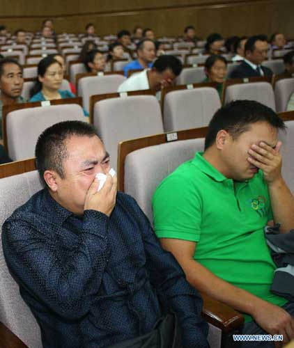 Relatives of murdered Chinese sailors weep tears at the Intermediate People's Court of Kunming, capital of Yunnan Province, Sept. 21, 2012. Naw Kham, principal suspect for the murders of 13 Chinese sailors on the Mekong River last year, pleaded guilty Friday evening when he and five other people were standing trial in southwest China. [Wang Shen/Xinhua]