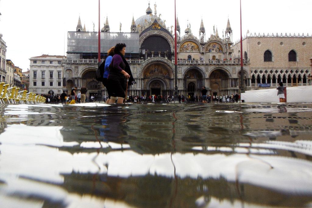 VENICE IN WINTER , FLOOD EVERYWHERE ! Η ΒΕΝΕΤΙΑ ΤΟ ΧΕΙΜΩΝΑ ... |Venice Flooding October 2012