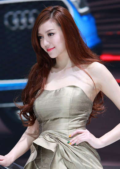 Cica Zhou,one of the 'Top 10 auto show models in China of 2012'by China.org.cn.