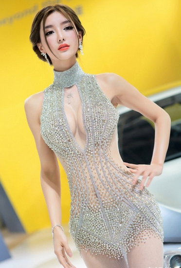 Li Yingzhi,one of the 'Top 10 auto show models in China of 2012'by China.org.cn.
