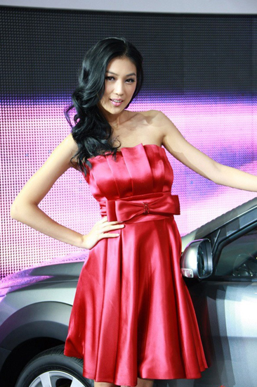 Gu Chen,one of the 'Top 10 auto show models in China of 2012'by China.org.cn.