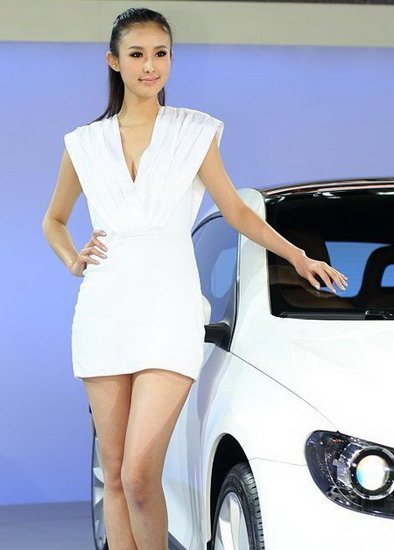 Zhai Ling,one of the 'Top 10 auto show models in China of 2012'by China.org.cn.