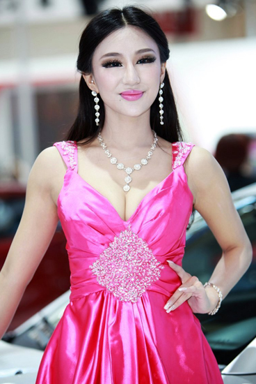 Du Yifei,one of the 'Top 10 auto show models in China of 2012'by China.org.cn.