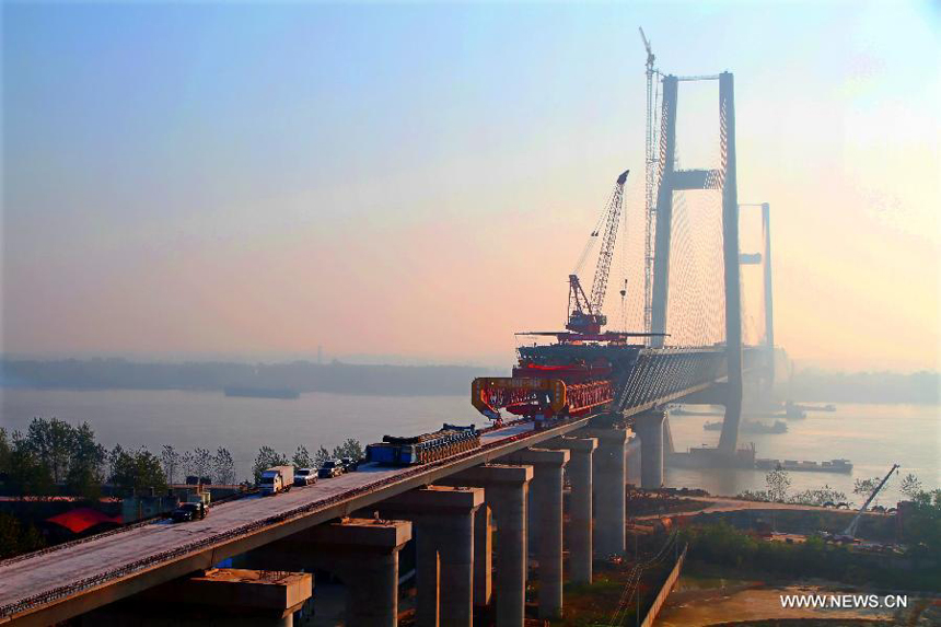 Photo taken on Nov. 2, 2012 shows the Huanggang Yangtze River Bridge in Huanggang, central China's Hubei Province. The closure of the 4,008-meter-long bridge, which is the sixth combined bridge across the Yangtze River, finished on Friday. It is expected to be put into operation at the end of 2013.
