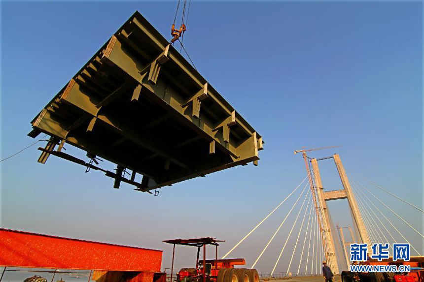 The Huanggang Yangtze River Bridge in Huanggang, central China's Hubei ...