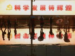 天安门广场电子屏助阵十八大 Large electronic board seen at Tian'anmen Square
