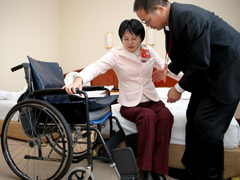 轮椅上的十八大代表——侯晶晶 Delegate in wheelchair