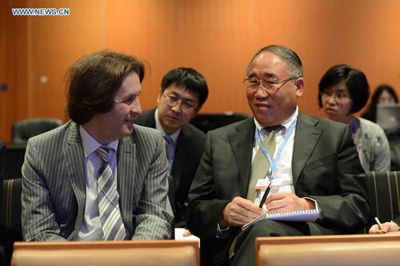 Xie Zhenhua (R), head of China's delegation to the ongoing UN climate talks, chats with Oleg Shamanov, senior negotiator from the Russian Federation, on the extension day of UN climate talks in Qatar National Convention Center in Doha, Qatar, Dec. 8, 2012.