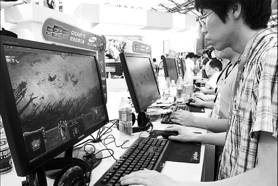 Visitors playing online games at a recent digital entertainment expo in Shanghai. Digital entertainment has huge market potential in China. [China Daily]