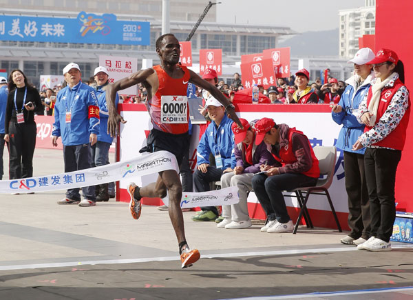 Negari wins Xiamen Marathon with new record