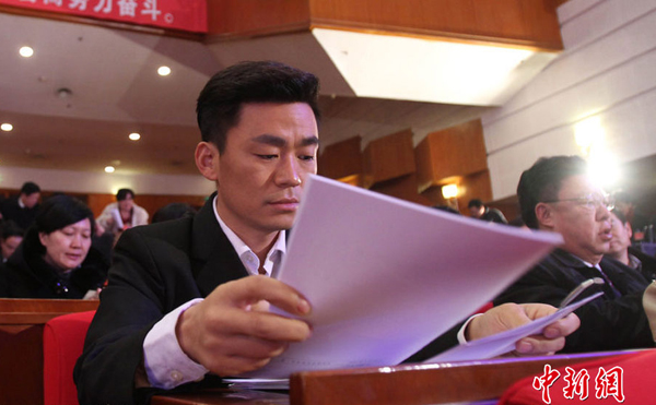 Wang Baoqiang attends the first meeting of the 11th Hebei Provincial Committee of the CPPCC on Jan. 25, 2013. Wang was recently elected member of the Hebei provincial CPPCC.