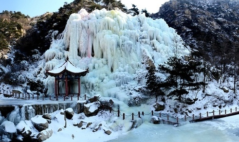 Frozen waterfall in Qingdao