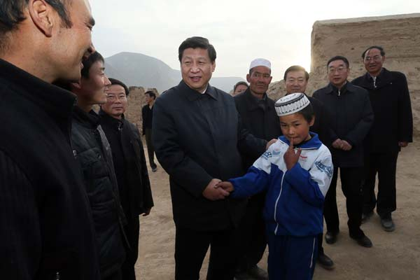 Top leader Xi Jinping meets with residents of Bulenggou village in Gansu province on Sunday.[Photo/Xinhua]
