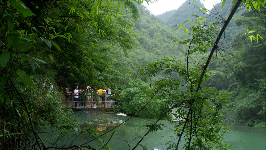 Libo Zhangjiang Scenic Spot is located in Libo County, southern Guizhou, covering an area of about 273 square kilometers. Dubbed a 'green gem', this national scenic area features wild karst forests interwoven with beautiful waterscapes and striking valleys and mountains.
