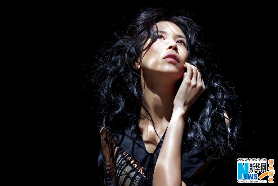 english leran 英语学习-Karen Mok poses for her first jazz album