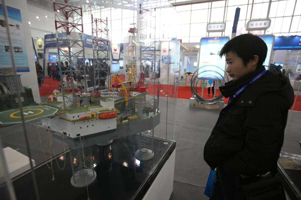 A visitor at the China International Petroleum and Petrochemical Technology and Equipment Exhibition, which opened in Beijing on Tuesday. About 1,500 companies from 62 countries and regions are displaying their technologies and equipment at the show. [Photo/China Daily]    