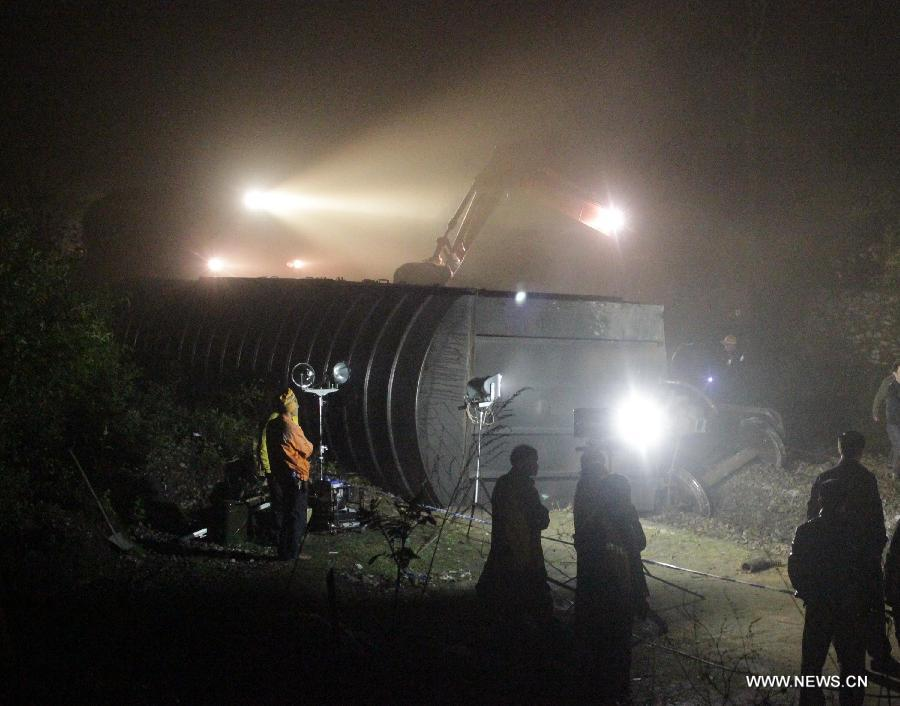 Loudi China  City new picture : ... train derailed by landslide in Loudi, China's Hunan China.org.cn