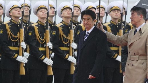 Japanese PM Abe arrives at Moscow for official visit