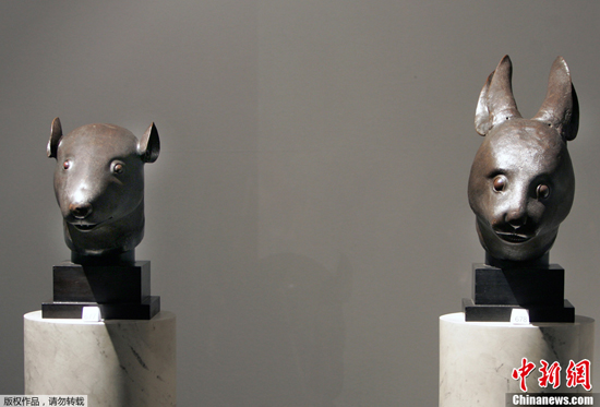 Two imperial bronze sculptures that were looted from Beijing's Old Summer Palace will come home later this year, thanks to the donation of the French art-collecting Pinault family, China's top heritage authority announced on April 26. [Photo/Chinanews.com]