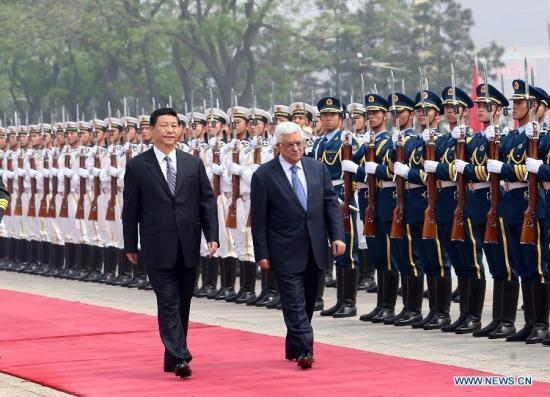 Chinese President Xi Jinping (L) and Palestinian President Mahmoud Abbas review an honor guard during a welcoming ceremony held for Abbas in Beijing, capital of China, May 6, 2013. [Xinhua]