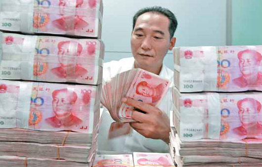 A worker counts and stacks banknotes at an Industrial and Commercial Bank of China branch in Huaibei, Anhui province. The yuan is allowed to trade within 1 percent in each direction around the daily reference rate set by the central bank. [China Daily]