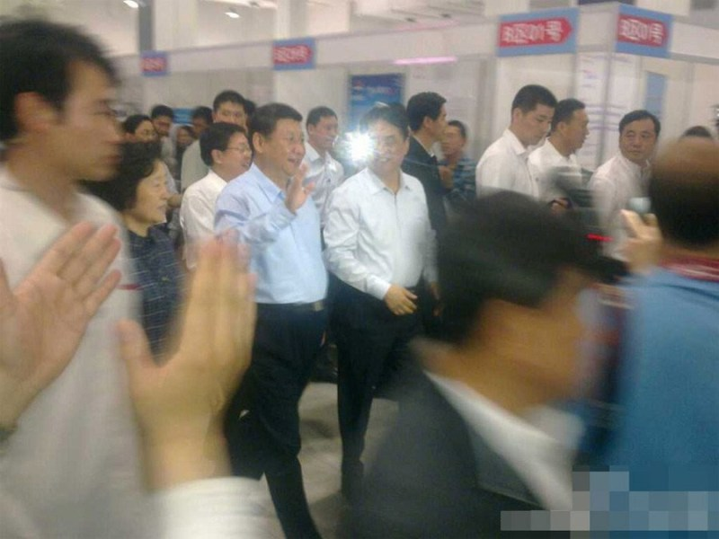 President Xi makes surprise visit to job fair