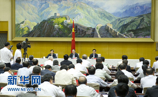China's top anti-graft official Wang Qishan on Monday urged disciplinary and supervisory staff to return all membership cards gifted by others..[Photo/Xinhua]