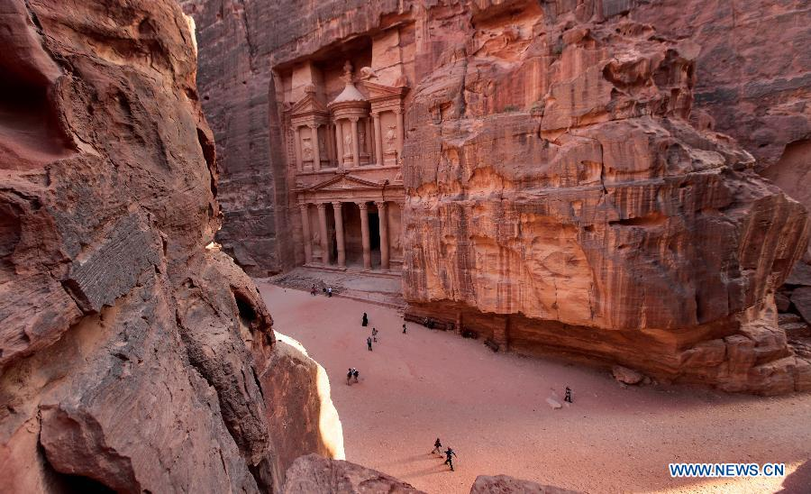 约旦古城佩特拉世界各地吸引游客