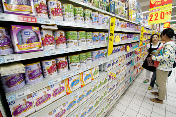 A woman shops for baby formula at a supermarket in Nanjing, Jiangsu province, this month. [China Daily]