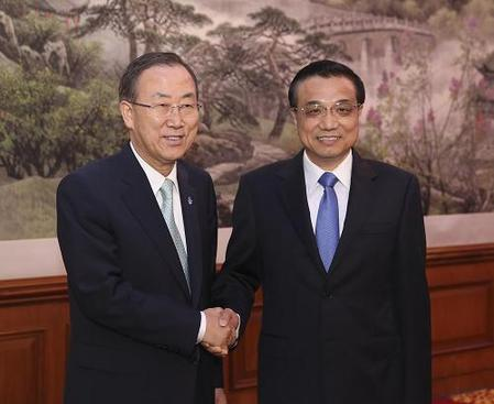 Premier Li Keqiang has met United Nations Secretary-General Ban Ki-moon in Beijing. The two exchanged views on regional and global issues. Ban spoke highly of China's recent efforts to reduce tensions on the Korean Peninsula.