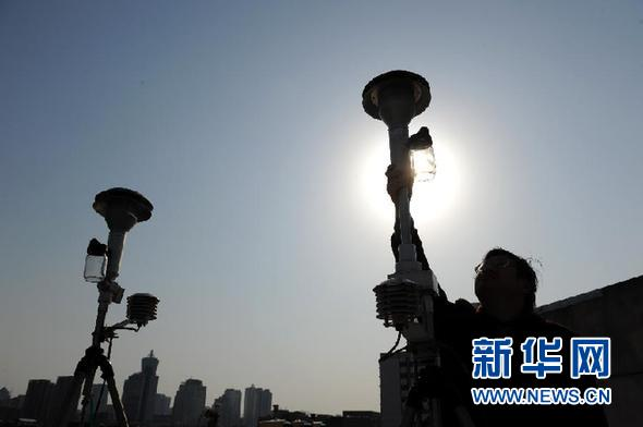 File photo of a pollution monitoring center in Hangzhou, Zhejiang Province.