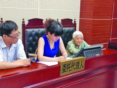 Juicio en China contra una hija que la obliga a visitar a su madre