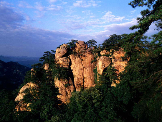 Qianshan National Park, one of the 'top 10 attractions in Liaoning, China' by China.org.cn.