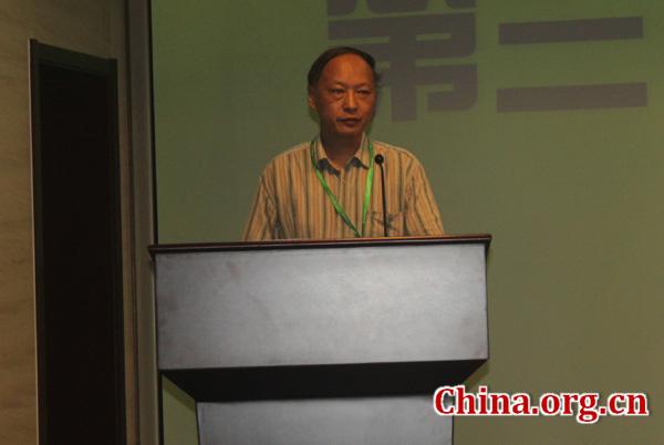 7月12日,第三届国际汉语教师培养论坛在北京开幕。图为国家开放大学对外汉语教学中心主任梁小庆主持开幕式并介绍论坛相关情况。[中国网 汪玮 摄]