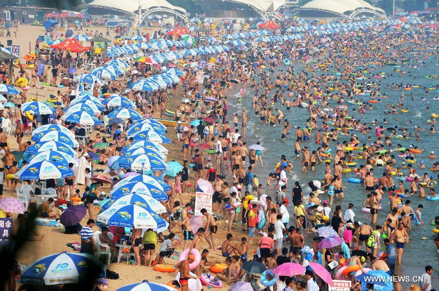 Qingdao China  city photo : ... swarm to beach in Qingdao as high temperature lingering China.org.cn