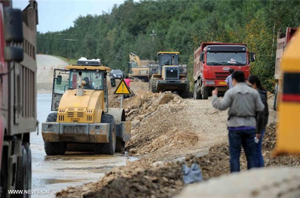 Floods cut off roads in NE China's county