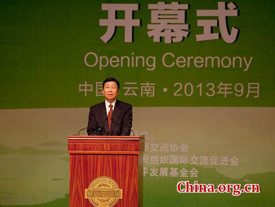 China's Vice President Li Yuanchao delivers a keynote speech at the opening ceremony of the 'International Day of Peace 2013 and China-South Asia Peace and Development Forum,' held on Saturday in Kunming. [China.org.cn by Chen Boyuan]