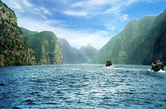 """Área Scenic de Diaoshuihu, uma das """"10 principais atrações em Changchun, China"""" pela China.org.cn."""