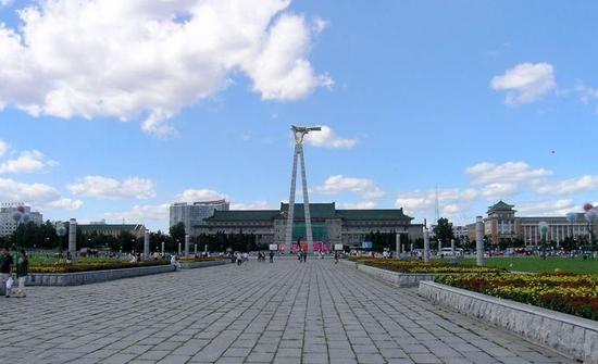 """Praça Cultural, uma das """"10 principais atrações em Changchun, China"""", por China.org.cn."""