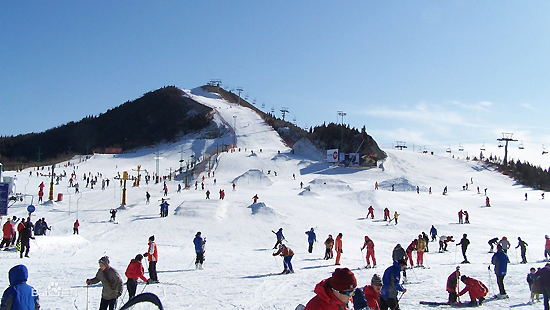 Changchun Lianhuashan Ski Slope, one of the 'top 10 attractions in Changchun, China' by China.org.cn.